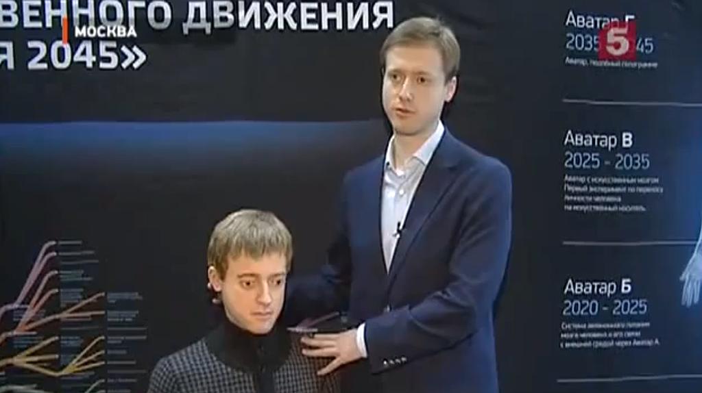 Dmitry Itskov, fundador de Initiative 2045, con su avatar