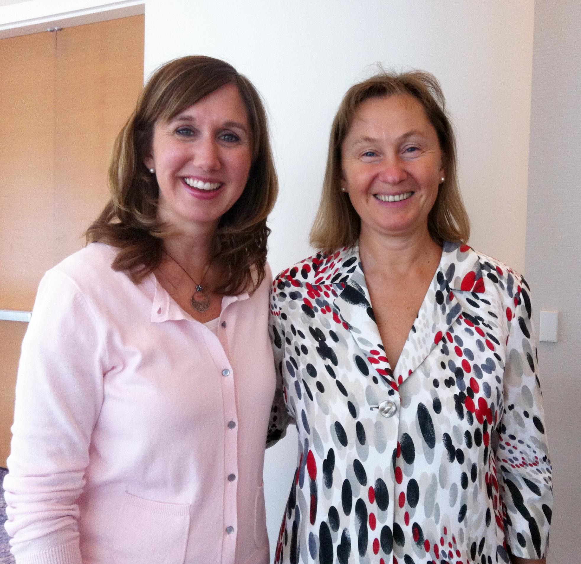 Dra. Natasha Campbell-McBride, a la derecha, autora de The Gaps Diet