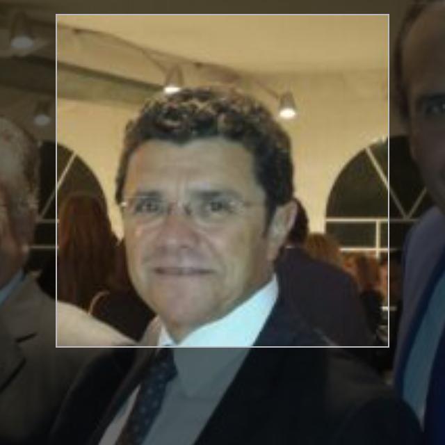 Dr. Ramón Vila Rovira, cirujano plástico