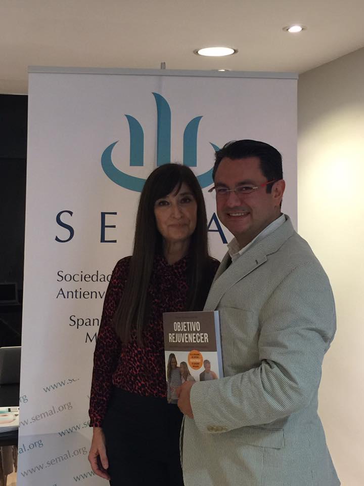 con el experto mejicano en hilos Dr. Alejandro Coello y mi libro