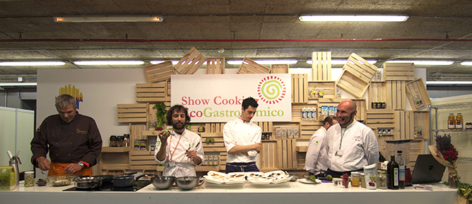 ecochefs cocinando en dos aulas de la feria